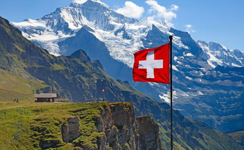 Banqueros suizos facilitan acceso a empresas de criptomonedas para evitar éxodomasivo